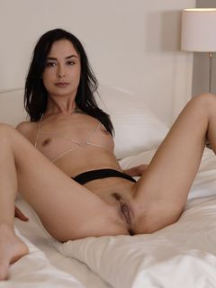Freya Dee spends the lonely night with her fingers